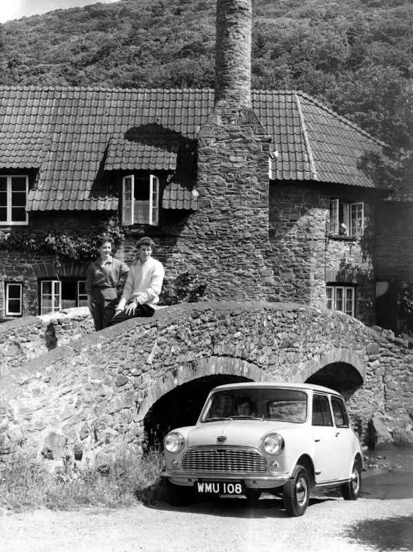 The 1959 Austin Se7en and Morris Mini-Minor: Setting new standards.