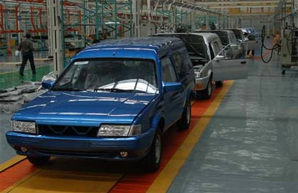 Yema's factory and the production line showing the final assembly of SQJ6450 vans.