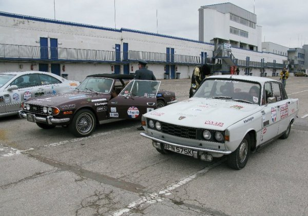 Rover P6 heads up a classic selection of cars o the Beaujolais Run