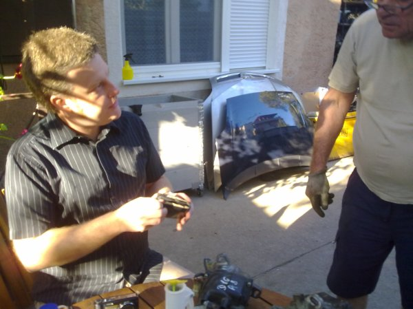 Andrew negotiates in Hungarian (using Google translate), to sort out the car...!