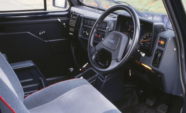 Interior of the Carbodies FX4 is a delight for BL-parts spotters