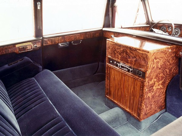 Daimler DS420 interior was focused on rear-seat passengers.