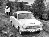 ford_cortina_2-door_saloon_4