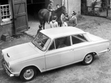ford_cortina_2-door_saloon_5