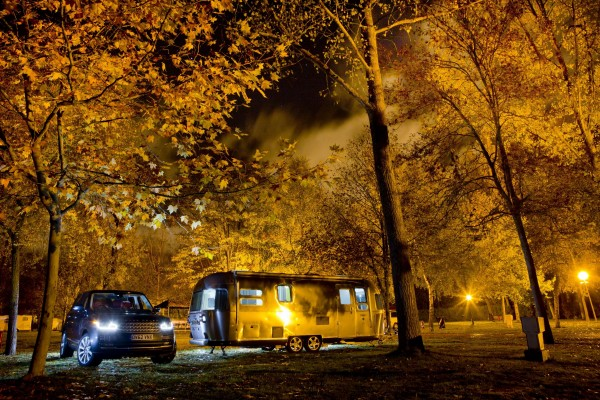 LR_Range_Rover_and_Airstream_030113_02
