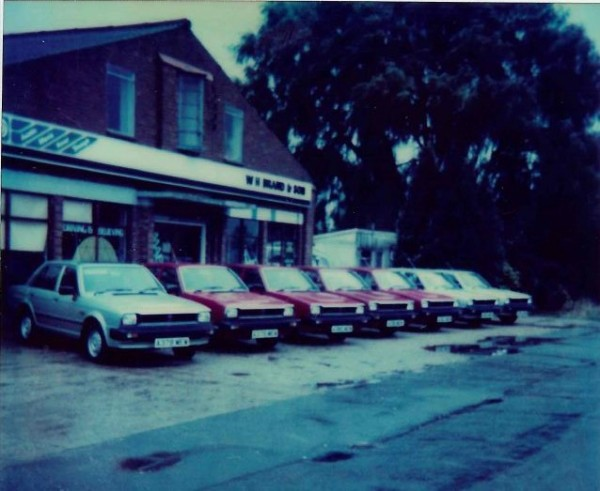 Skip forward  mere 18 years, and cars look completely different. It's August 1st, 1983. A-Day. And a row of sequentially-registered Triumph Acclaims await their new owners.
