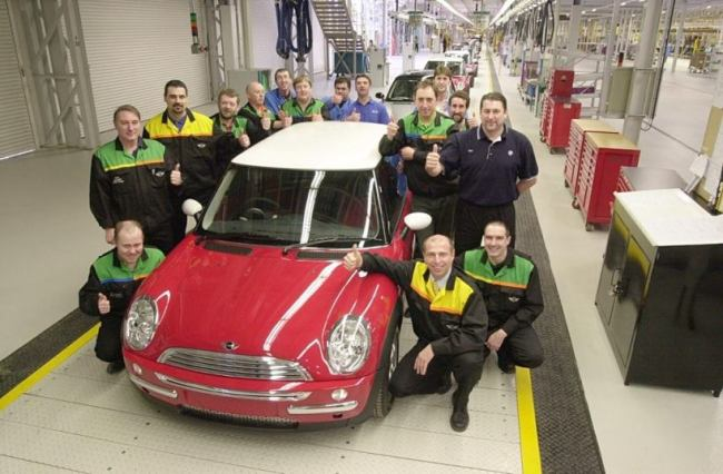 Y-Reg MINIs: MINI number one rolls off the line in 2001