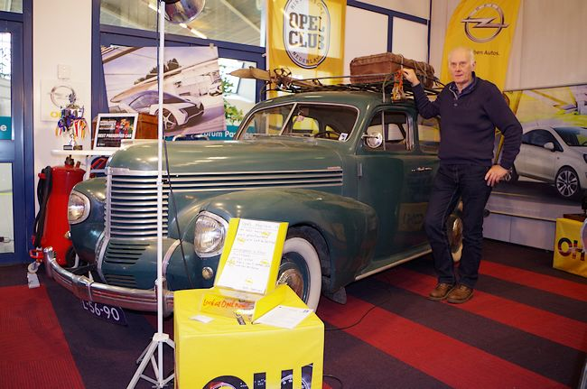 In the club area, Frits Spiering from Rijkevoort (NL) and his unrestored 1939 Opel Kapitän had just won the best preserved car award of the show. While looking for a wood gasifier at an auto jumble in Oslo, Norway, he was tipped off about the Kapitän being for sale in 1995. Since then, Frits has regularly used the car for short runs in summer and the engine, which has not yet needed a rebuild, is still running smooth and strong.