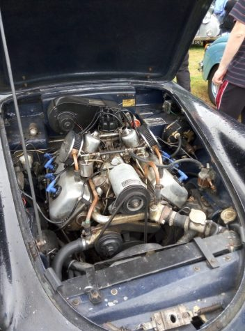 Daimler SP 250 engine bay