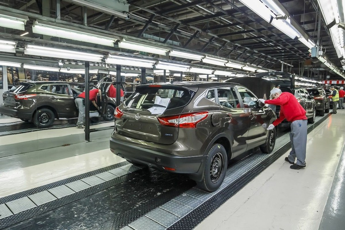 News : UK car manufacturing continues to fall in March