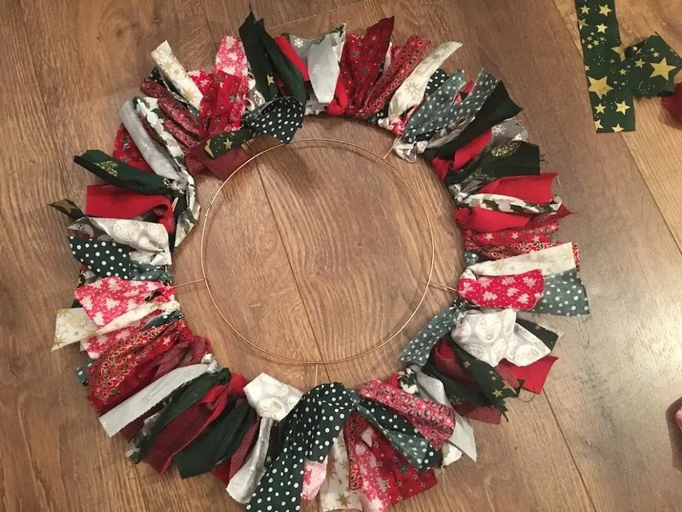 Festive Rag Wreath - layer 1