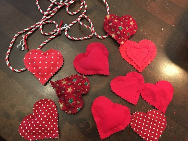 Padded Heart Valentine Garland - hearts made