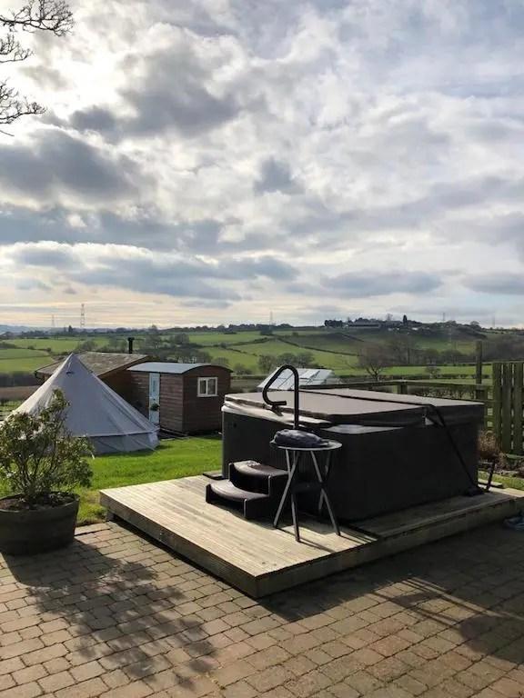 My Little Farm Spa - hot tub