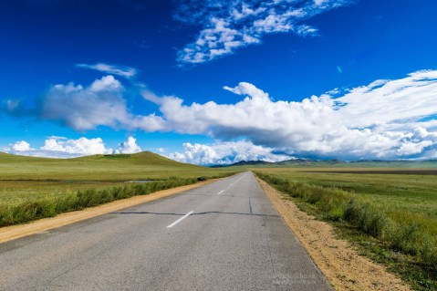 unendlich lange Strassen in der Mongolei