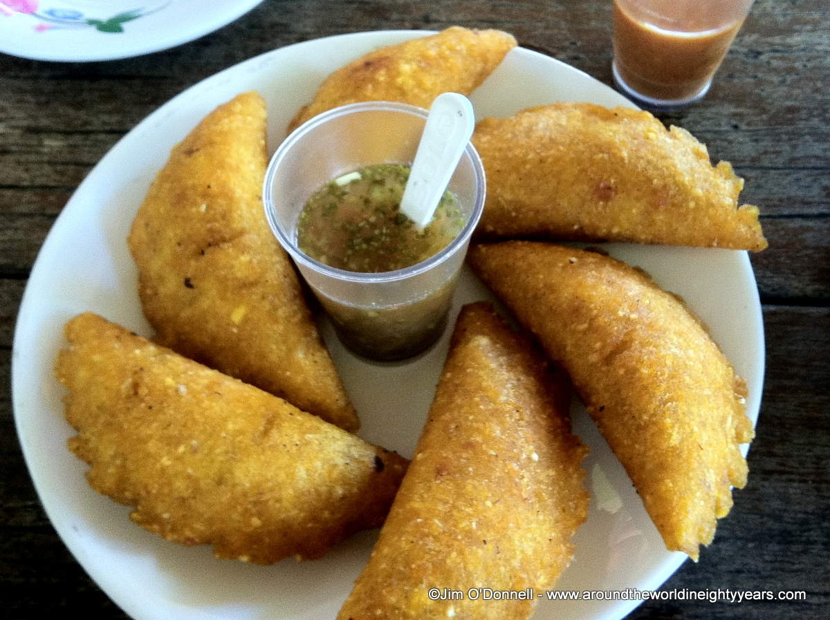 Panamanian food fish meat plantains and rice around for What is fish food made of