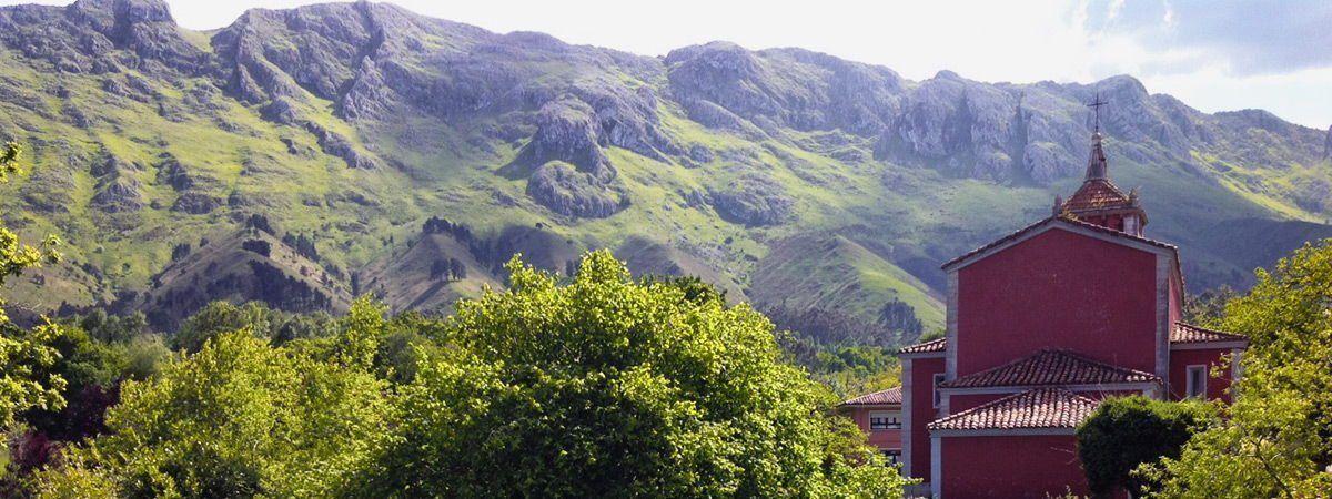 Vista de la Sierra del Cuera desde Hotel Arpa de Hierba Llanes La Pereda