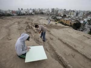 Hallan Tumba con 4 Momias Wari en Huaca Pucllana, Lima, Perú