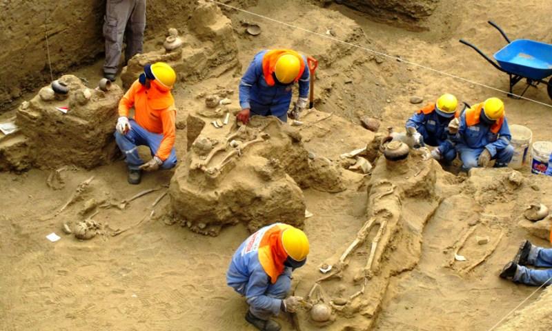 Descubren tumbas de la cultura Lambayeque durante trabajos del proyecto Olmos