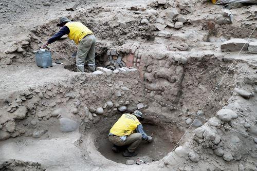 Chavin de Huantar-like friezes found at Lima's Huaca Garagay