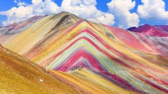 Cómo se explica la belleza de Vinicunca, la montaña de los siete colores que atrae a miles de turistas en Perú