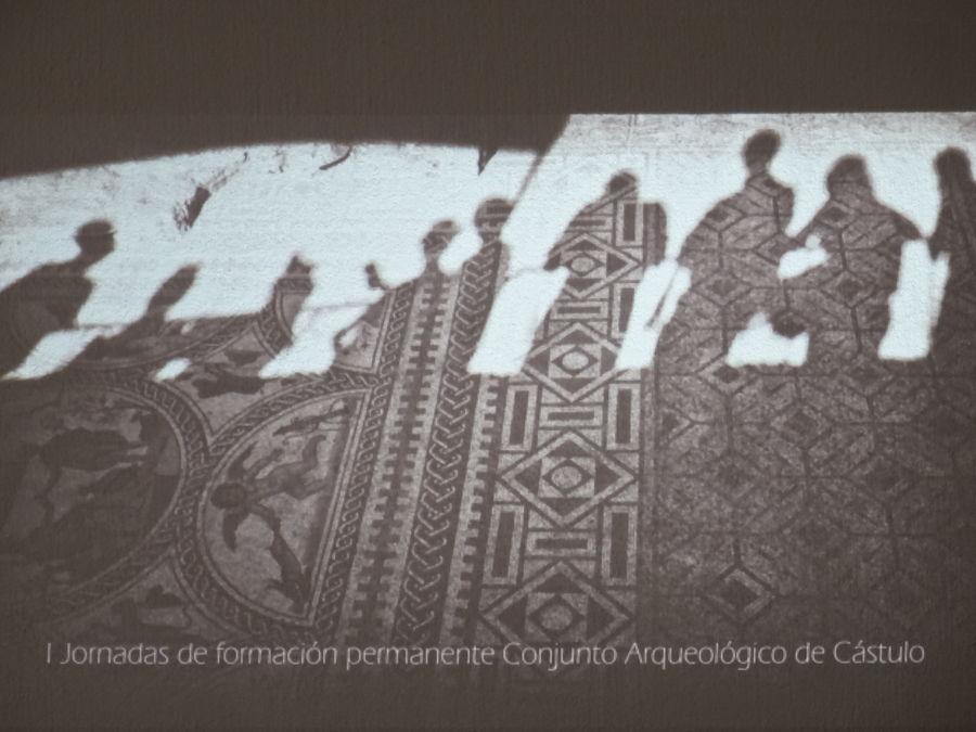 Sombras sobre el mosaico de los amores. Foto de proyección de las I jornadas de Cástulo.