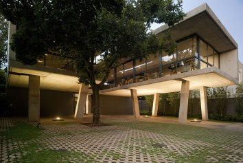 Floating in Space - W design architecture studio