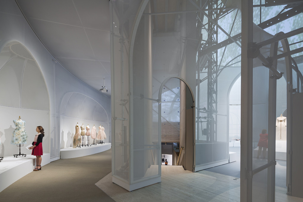 Manus x Machina, Fashion in an Age of Technology, Exhibit at the Met: New York NY, Architect: OMA