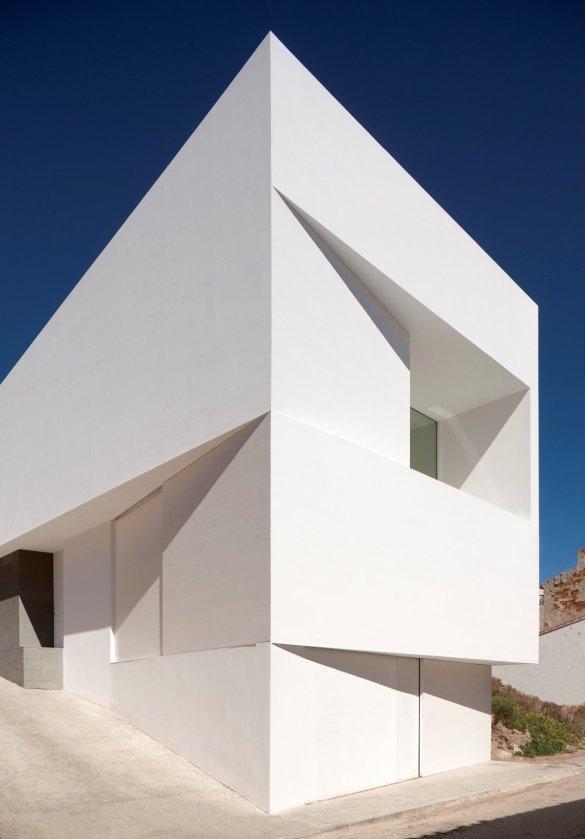 Casa en la Ladera de un Castillo - Fran Silvestre Arquitectos