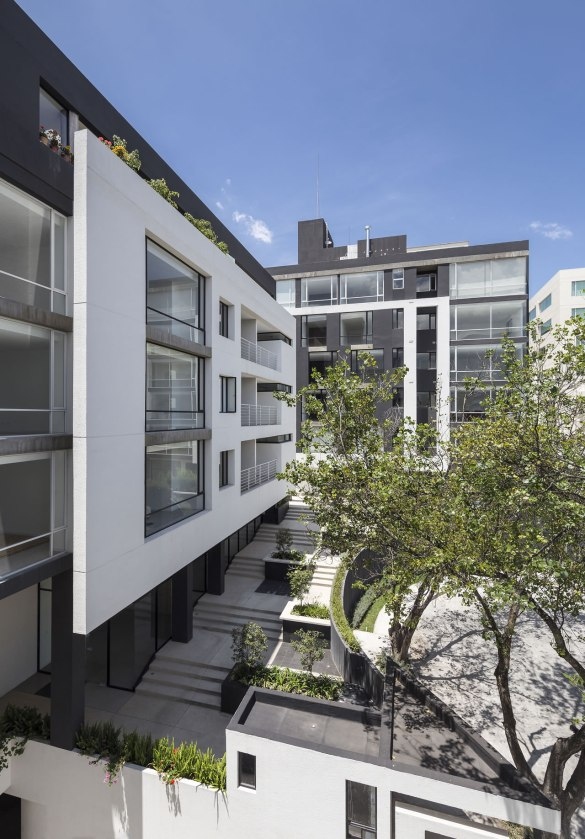 Edificio Onyx - Diez + Muller Arquitectos