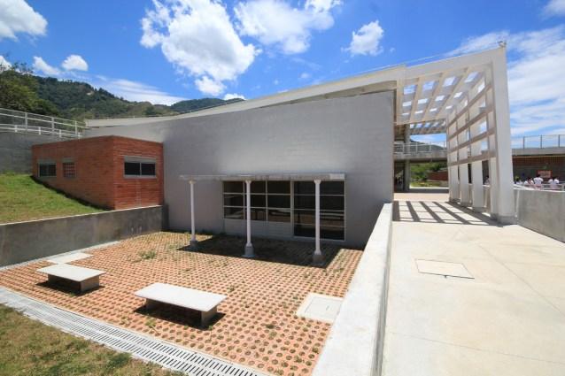 Colegio Bicentenario - Campuzano Arquitectos