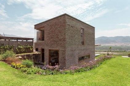 Casa en Azpitia - Estudio Rafael Freyre