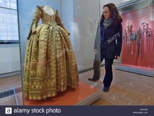 torgau-germany-29th-apr-2016-the-dress-of-electress-magdalena-sibylla-G0704B