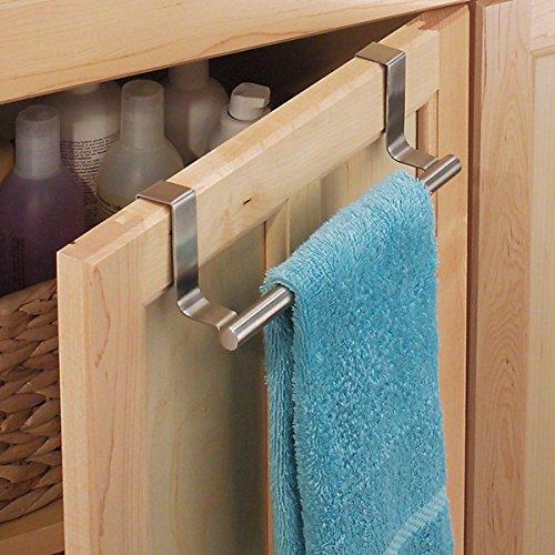 mDesign Porta asciugamani da appendere alle ante  Porta asciugapiatti in acciaio spazzolato  Struttura appendi asciugamani da agganciare a porte senza forare  argento cromato