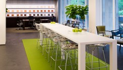 new-york-showroom-bertoia-barstool