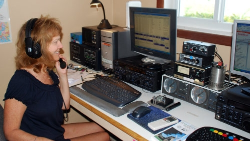 https://i2.wp.com/www.arrl.org/images/view/Ham_Radio_Female.jpg