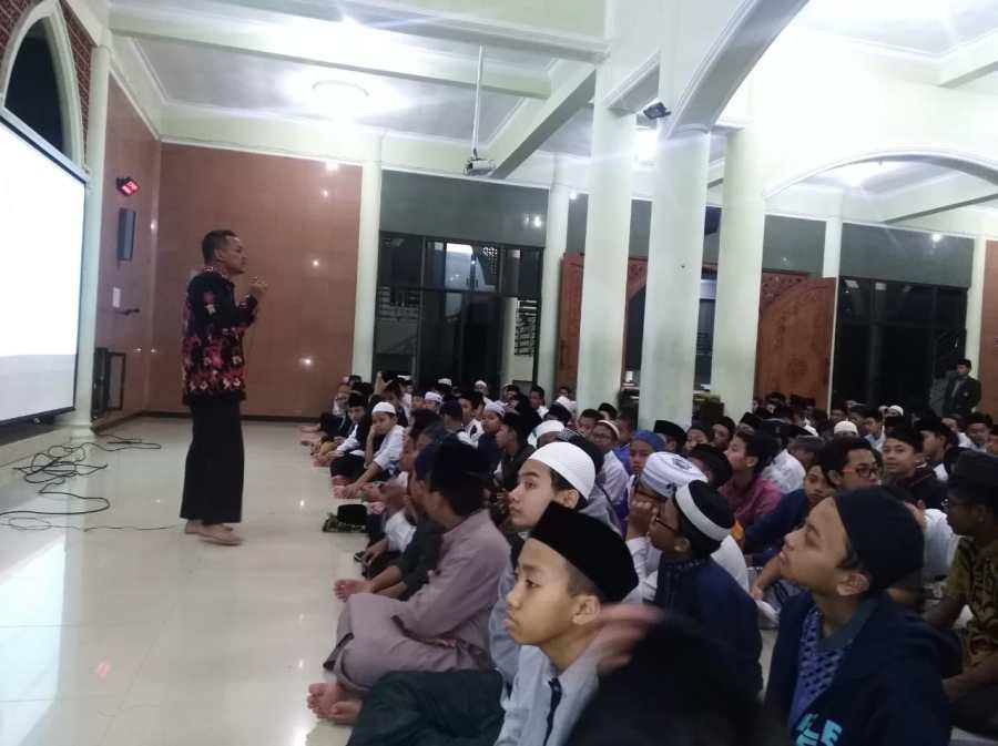 Penyuluhan Kesehatan Untuk Siswa SMP SMA Ar Rohmah 2