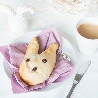 Osterhasen aus Hefeteig backen - perfekt zum Osterfrühstück