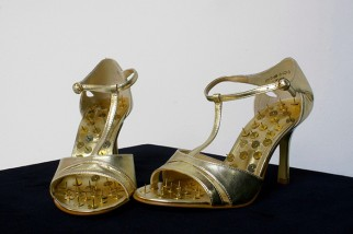 Hans-Peter Feldmann, Golden Shoes with Pins.