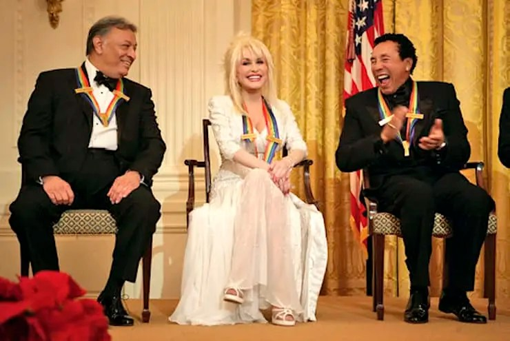 """Dolly Parton sits with conductor Zubin Mehta and William """"Smokey"""" Robinson Art World Roundup"""