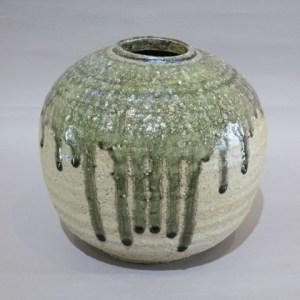 加守田章二  灰釉壺