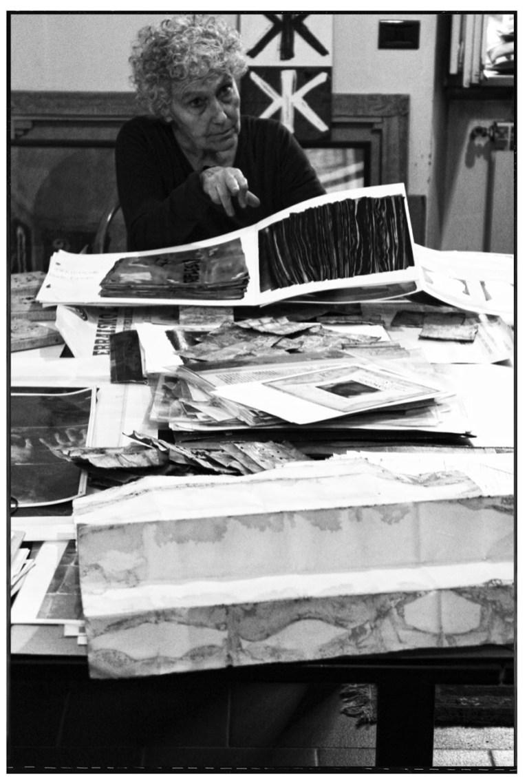 Renata Boero nella casa-studio di Milano fotografata da Emiliano Zucchini nel 2014.