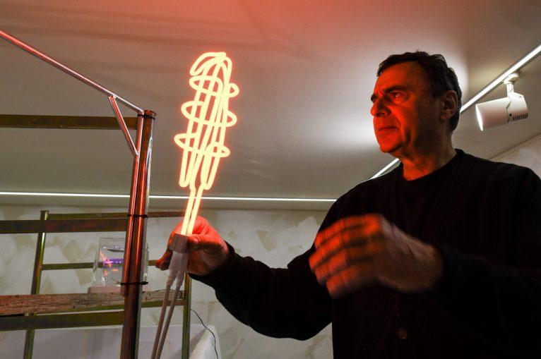 Vittorio Corsini Light For Construction Site, 2019 neon. © Galleria F.Farsetti, Milano e © Arte in Fabbrica, Calenzano. PH Fabrizio Stipari