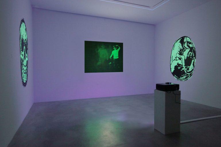 """NORA comunicazione: veduta della mostra """"Tony Oursler. The Volcano and Poetics Tattoo"""" del 2019, presso la Dep Art Gallery di Milano"""