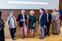 21 G.P.Bonesini regala una sua opera a M.Donata Spadolini