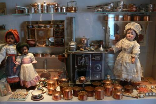 il museo delle bambole di rocca d'angera