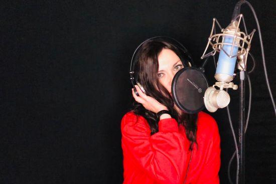 La musica di Helena Cinto, la cacciatrice di sogni Da Roma a Saragozza cavalcando YouTube