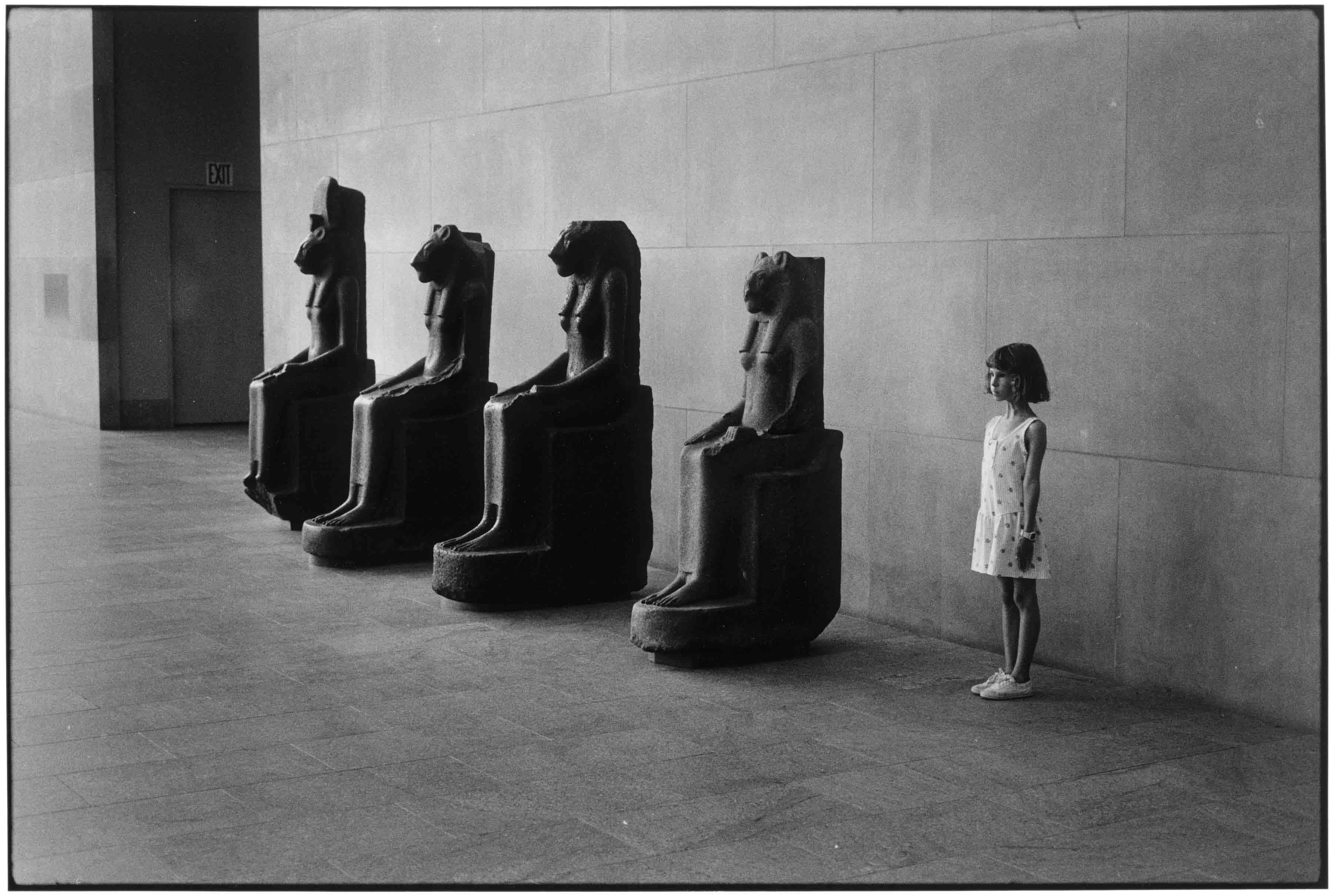 Resultado de imagem para The Metropolitan Museum of Art, New York City, 1988. Photo by Elliott Erwitt/Magnum