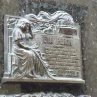 Una placca commemorativa all'esterno delle tomba di eva peron