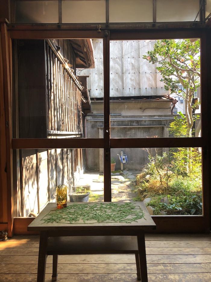 展覧会を観に訪れた時の茶の間の写真