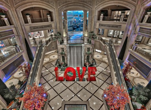 Laura Kimpton, LOVE, The Venetian Las Vegas